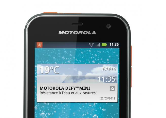 L'écran du Motorola Defy Mini, en version noir et orange <em>DR</em>