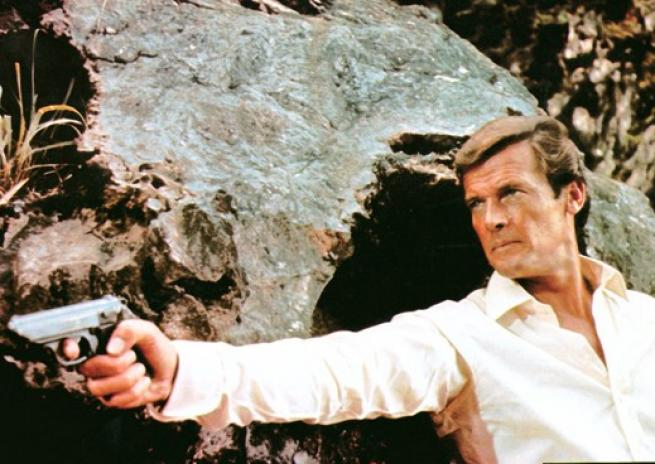 Roger Moore dans ''L'homme au pistolet d'or'', de Guy Hamilton (1974)  <em>United Artists</em>