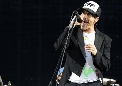 Anthony Kiedis, le chanteur des Red Hot Chili Peppers, était en forme samedi soir au Stade de France