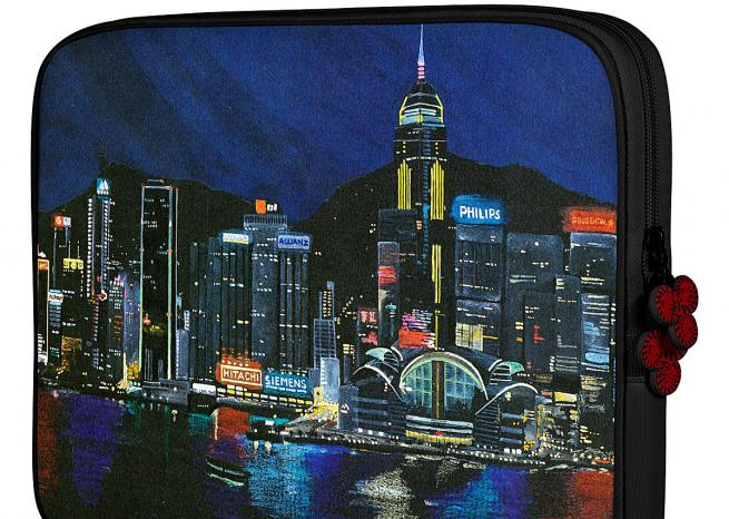 "Spectaculaire. ""Hong Kong by night ""(édition spéciale), disponible en noir et rouge pour  MacBook Air 13, Mac Book 13 et Pro 13 (29,95 euros) et Mac Book Pro 15 (34,95 euros).   <em>DR</em>"