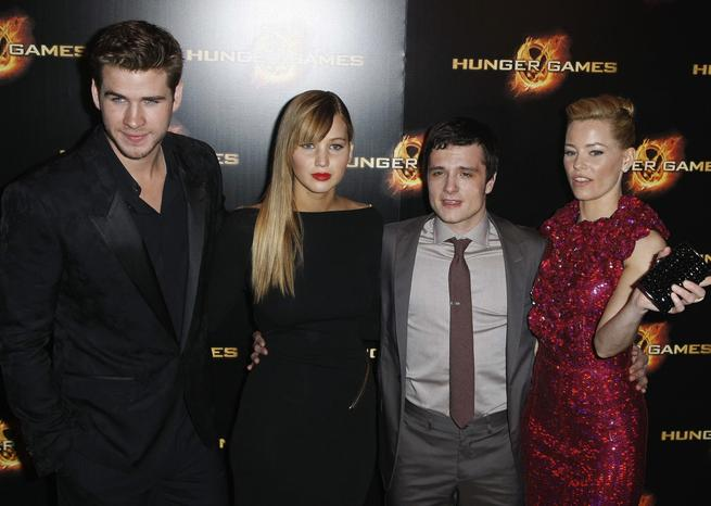 Les quatres acteurs principaux étaient présents (de gauche à droite) : Liam Hemsworth, Jennifer Lawrence, John Hutcherson et Elizabeth Banks. <em>SIPA/Thomas Padilla/AP</em>