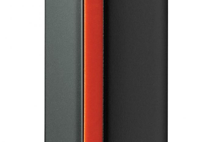 Le Motorola Defy Mini, en version noir et orange, vu de côté <em>DR</em>