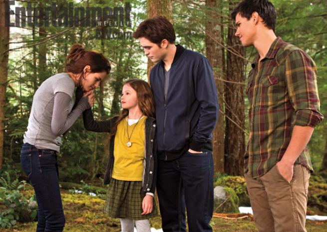 Kristen Stewart, Mackenzie Foy, Robert Pattinson & Taylor Lautner. <em>DR/Summit Entertainment & Entertainment Weekly</em>